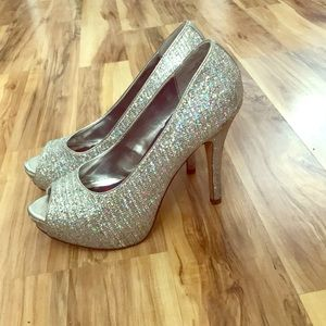 6862725f9becb Worthington Shoes - Worthington (JCPenney) silver glittered pumps